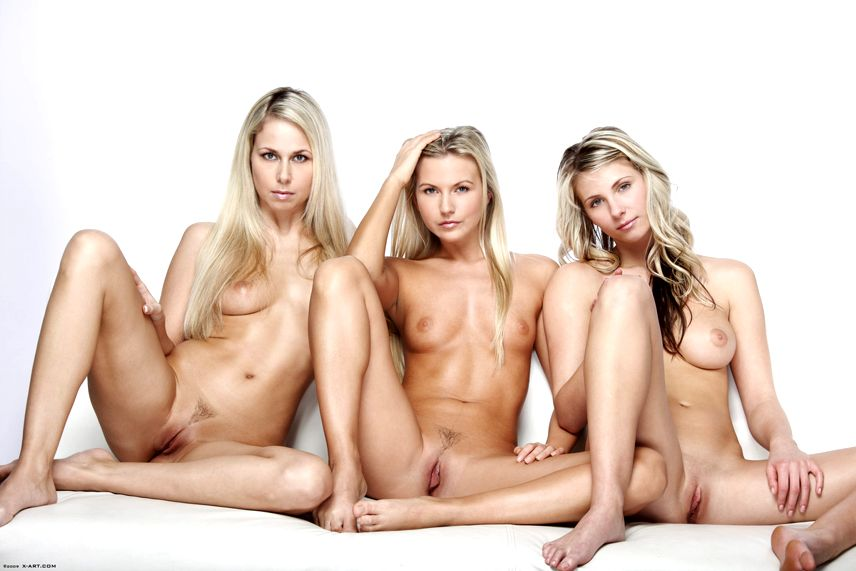 Фото три голые бабы 31115 фотография
