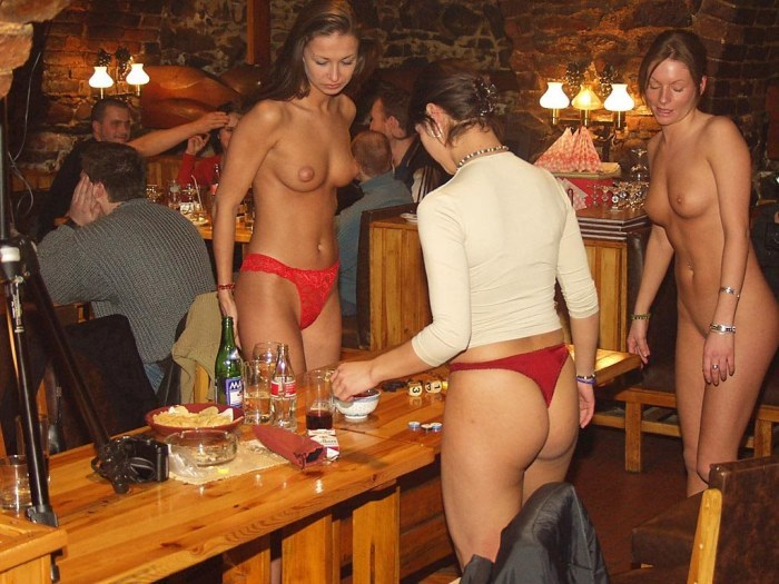 голые в клубе баре фото