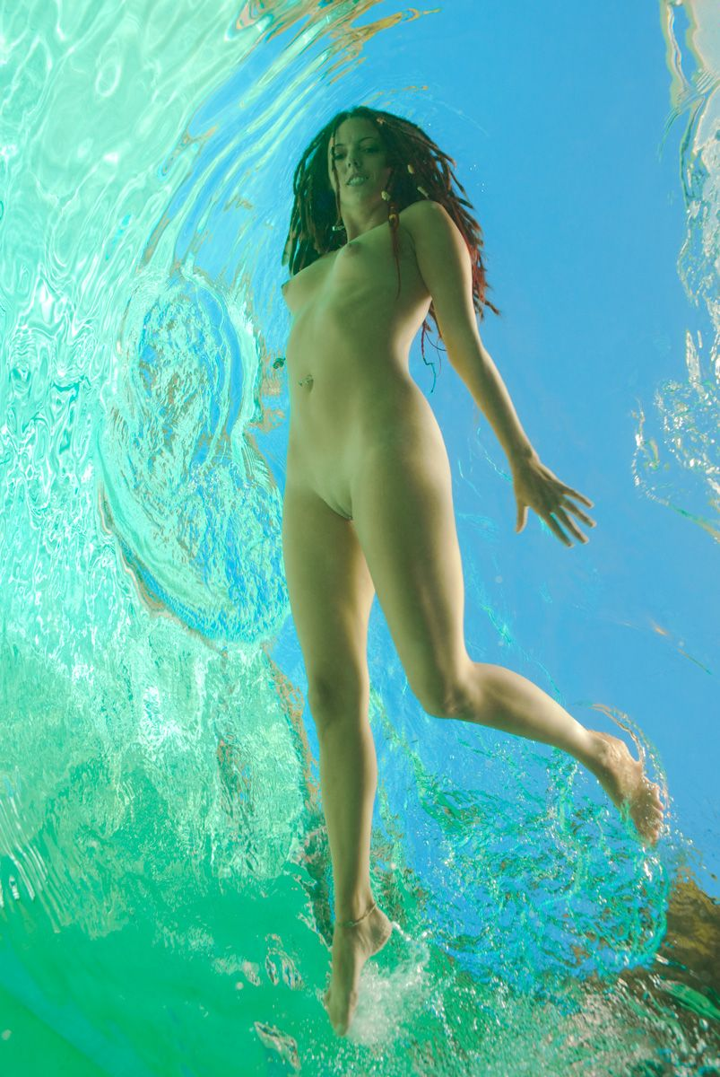 devushki-foto-erotika-voda