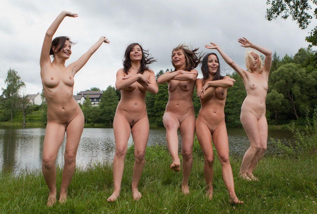 Фото девчонок голых и веселых