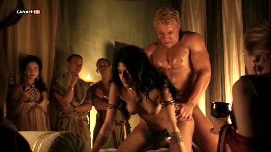 Todas las escenas de Viva Bianca desnuda en Spartacus