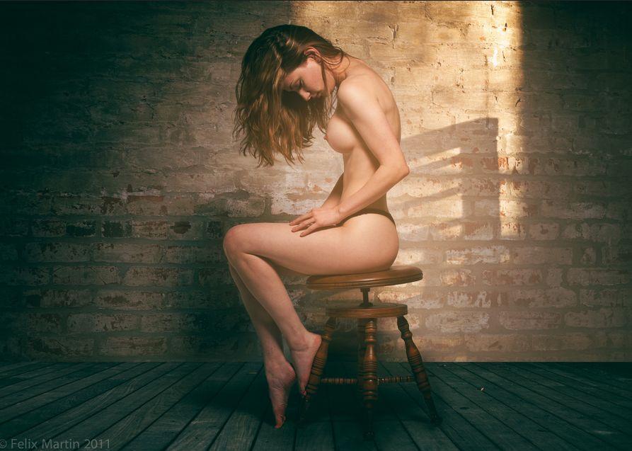 фото голой сидящей на стуле девушки днях наткнулся любительские