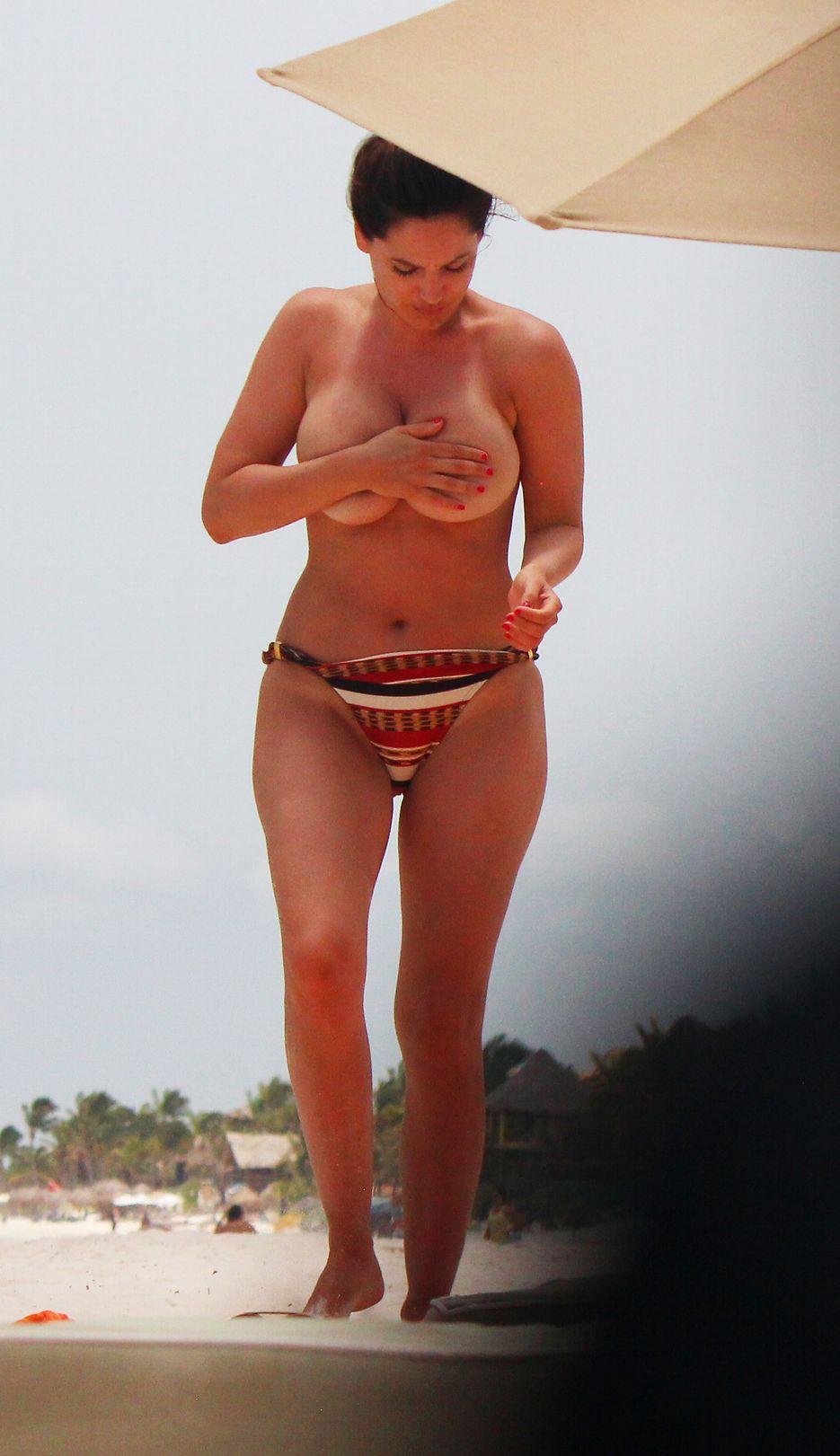 90 60 90 Follando kelly brook. topless en cancún - alrincon