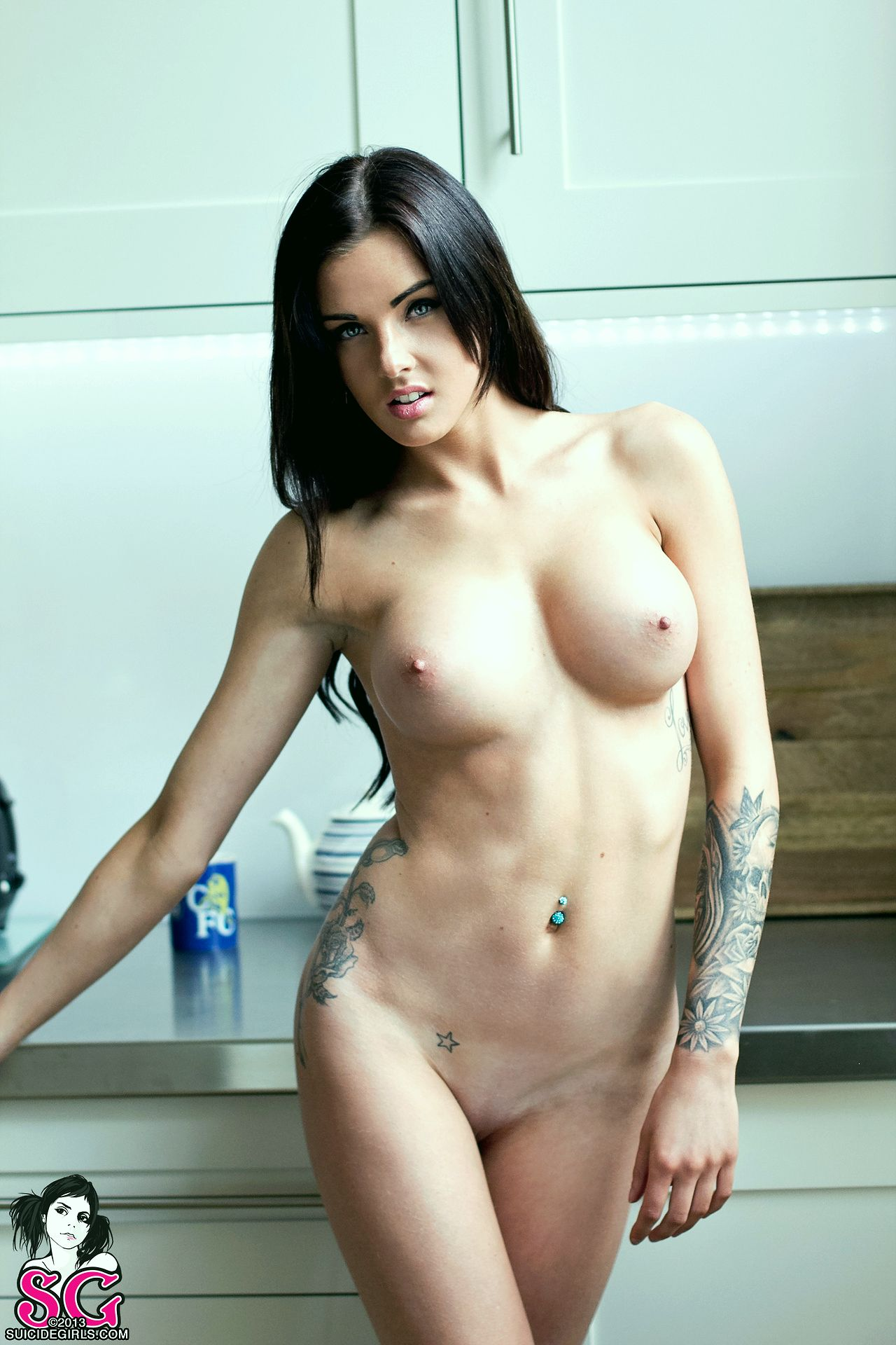 de suicide girls naked