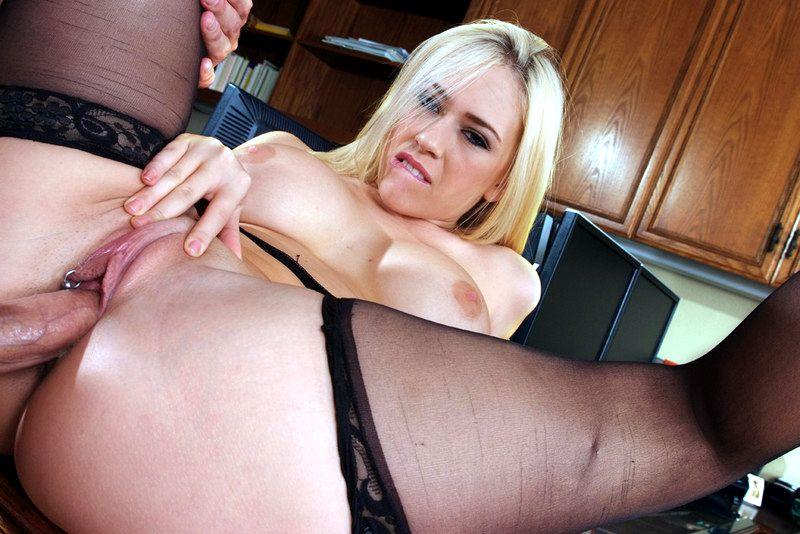 Порно фото кэгни линн картер в чулках