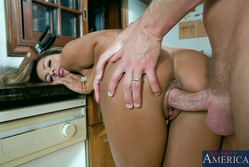фото секса на кухне