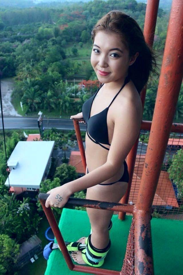 jumping Nude asian girls