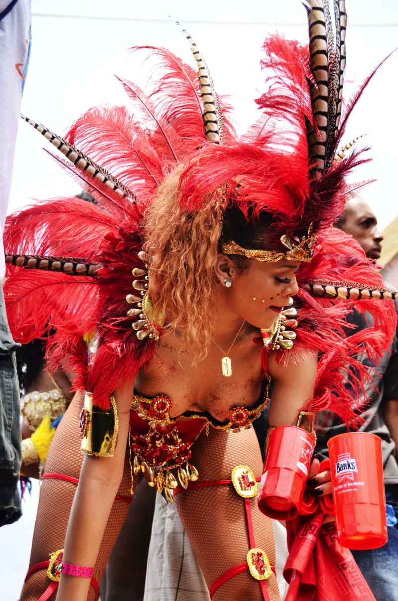Rihanna зажигает на карнавале на Барбадос (фото + видео) .