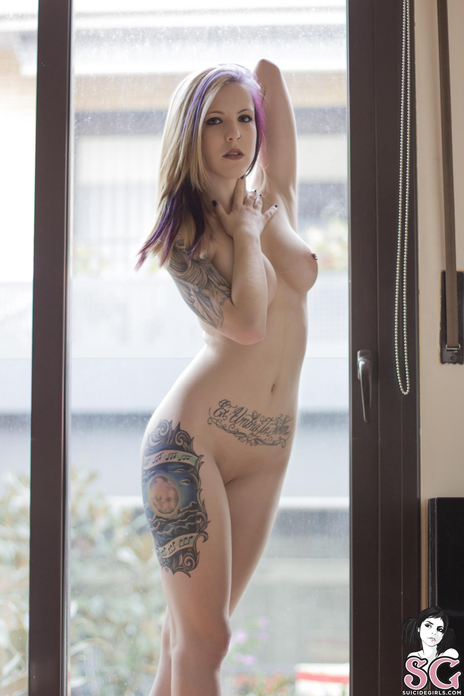 Girls nude suicide curvy